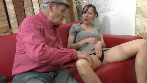 Old man seduces young brunette - Telsev
