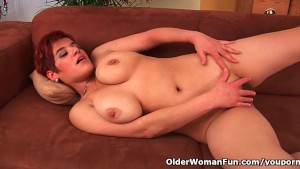 42 year old soccer mom with big tits fucks a dildo