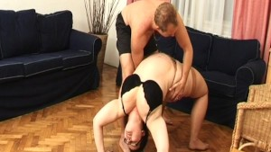 fat houswife contortion