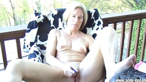 Sexy Suz MILF Masturbating Her Ass & Pussy on Back Deck