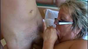 French mature Carole analfucked in stockings