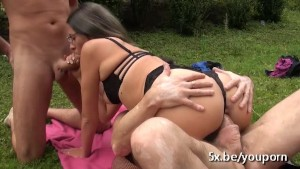 Melissandre gangbanged in the garden