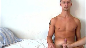 Delivery guy (hetero) gets wanked his big cock in porn for a good tip !