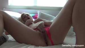 Dahlia Sky makes herself cum