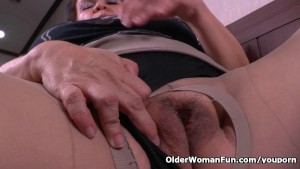 Grandma Gloria's old pussy needs getting off