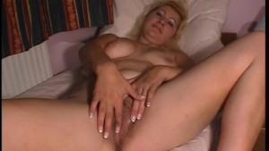 Fingering Her Softly - Julia Reaves
