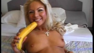 Masturbating with a banana - Julia Reaves