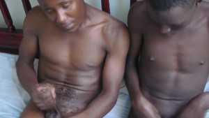 African amateur barebacked before jerking