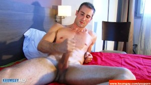 Full video: A innocent str8 guy serviced his big cock by a guy.