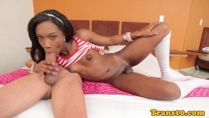 Ebony bubblebutt tgirl beauty doggystyled