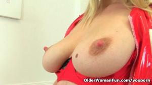 British milf Abi Toyne works her pussy