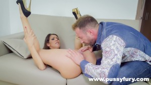 Samia Duarte Sucks Dick Like Nobody Else In Fucking Sloppy Deepthroat !