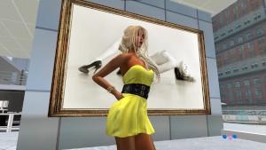 Venicie dans sa jolie mini robe jaune