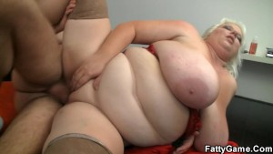Big jugs titjob during the photosession