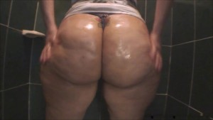 ruby big oiled ass in the shower - amarporn.com
