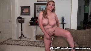 American BBW milf Mia Jones gets busy with dildo