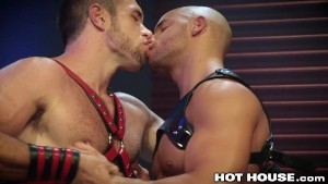 HotHouse Muscle Stud Sean Zevran Pounds Ass