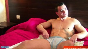 Marc A innocent delivery str8 guy serviced his big cock by a guy!