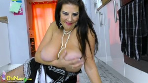 OldNannY Great sexy maid is having her time