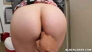 White girl Sydney Sky takes a big black load! (blk14860)