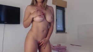 Curvy MILF dancing around for daddy....