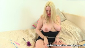 British milf Summer Angel Lee slides sex toy in arse