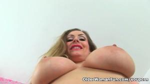 English milf Sophia Delane lets you feast your eyes