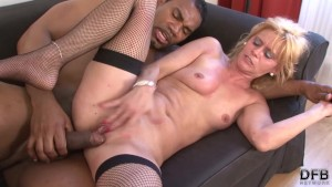 White Cougar Squirting Fucked By Black Man Hardcore Interracial Sex cumshot