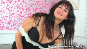 British milf Lelani gets aroused in fishnet tights