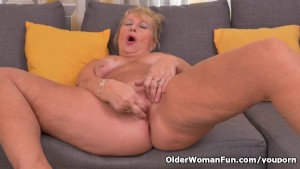 Euro granny Gigi finger fucks her old cunt