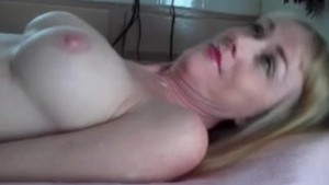 Examining Amateur GILF Pussy
