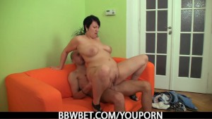 Fat girlfriend enjoys pussy fingering and cock riding
