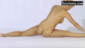 Andreykina performs gymnastics for FlexyTeens