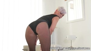 Melody appetite fucks old grandpa albert - 4 3