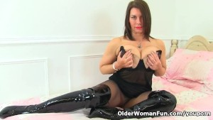 British milf Raven is pleasuring her nyloned pussy