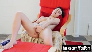 Yanks Brunette Eden Rose Rubs Her Muff