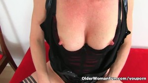 English milf Diana stuffs her pussy with a pink dildo