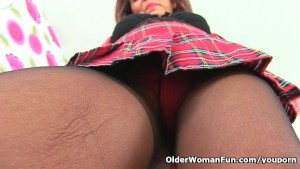 English gilf Georgie Nylons needs a good stuffing