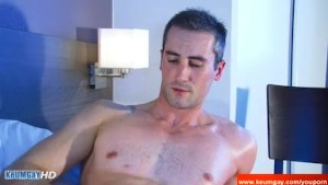 Reak str8 delivery guy serviced his big cock by a guy in spite of him !