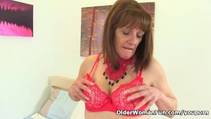 English gilf Pandora hasn't lost her appetite for orgasm
