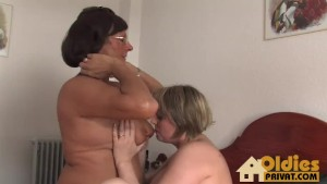 Old girl and Milf Lesbo porn