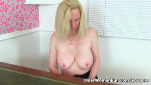 English milf Fiona can't control her hungry cunt