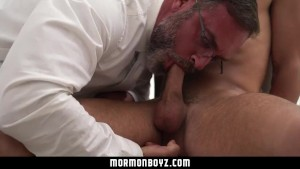 MormonBoyz - Hot alpha male daddy gives submissive boy handjob