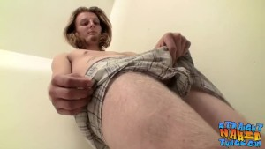 Cute cock lover Kenneth Slayer enjoys stroking it alone