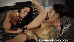CrushGirls - Honey Golds girls night in