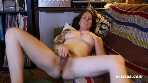 Susie Works that Hairy Bush to Orgasm - ersties