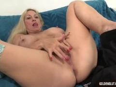 Mature woman Cala Craves...