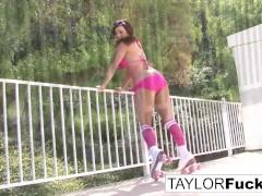 Taylor Vixen shows off...