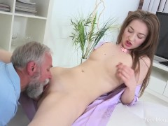 old-n-young.com – roxy c – doctor licks cutie until she is cured