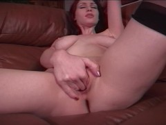 girl Loves to play with herself